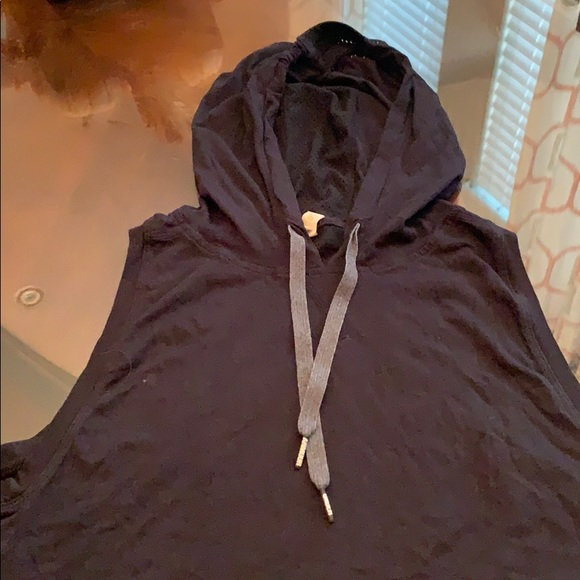 Under Armour Tops - Brand new hoodie under armour tank